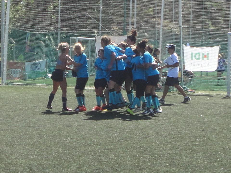 Fútbol Femenino  Poli Gesell campeón 4cc7ab4129253